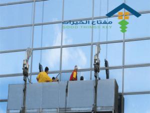 نظافة الواجهات الزجاجية عمالة فلبينية